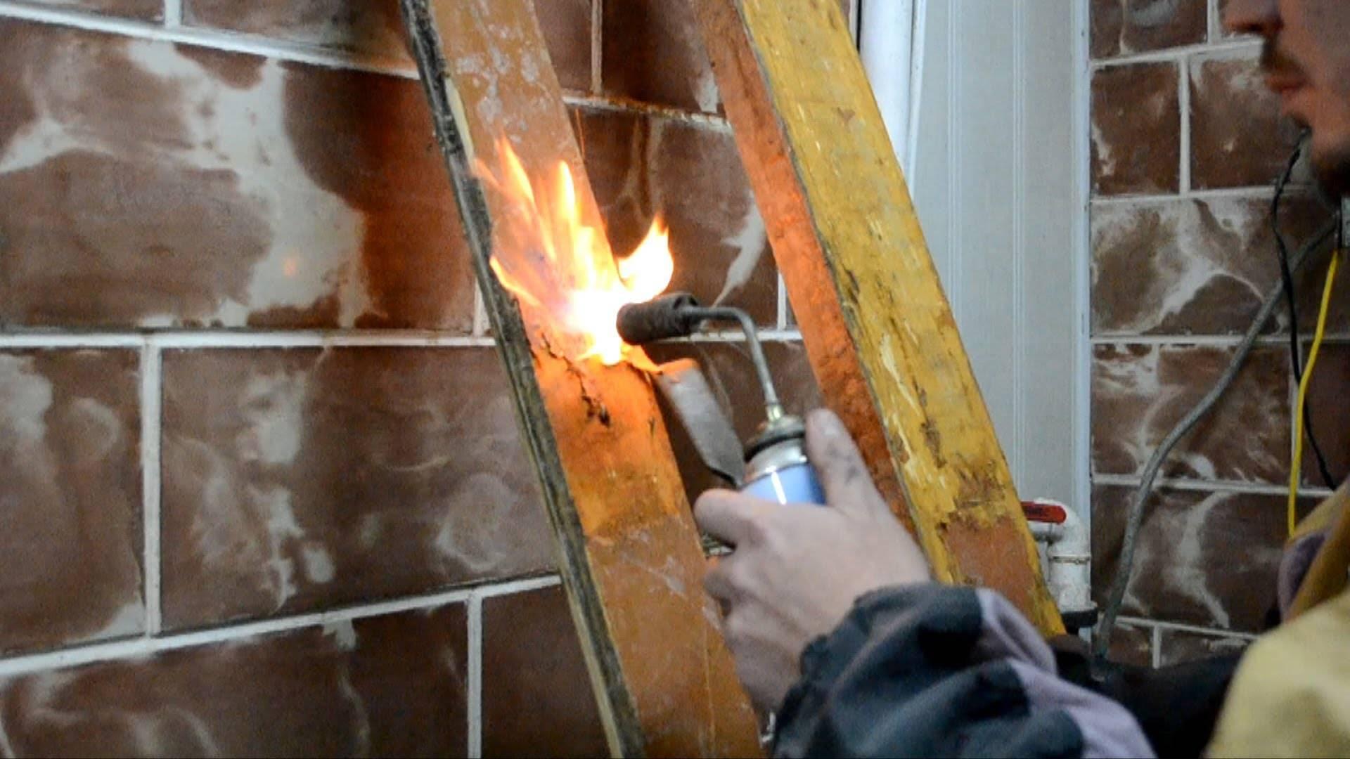 Как снять старую краску с дерева с помощью смывки и других методов