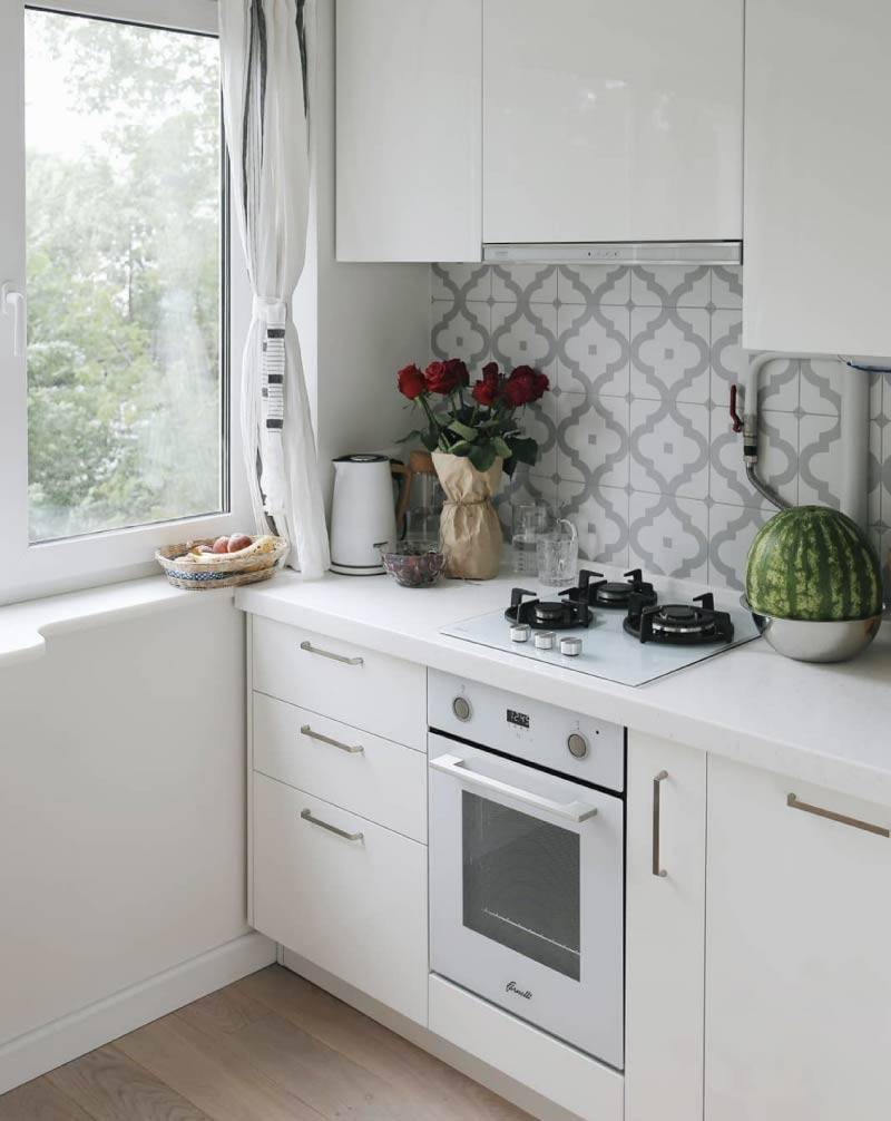 Белый фартук для кухни: плюсы и минусы, материал, в каких стилях может быть использован