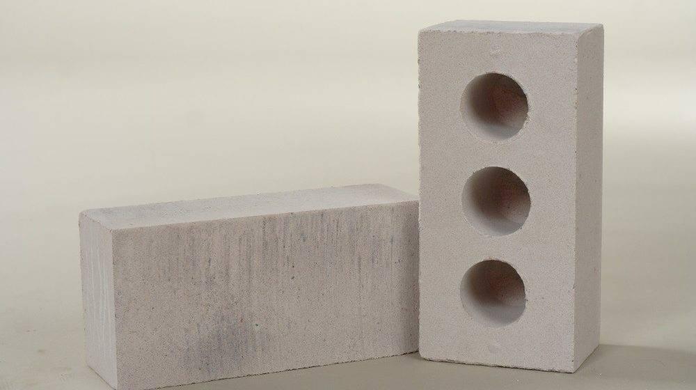 Вес силикатного кирпича (22 фото): сколько весит белый полуторный кирпич размером 250х120х65 и 250х120х88 мм? масса одного стандартного изделия