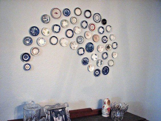 Как повесить на стену декоративную тарелку?