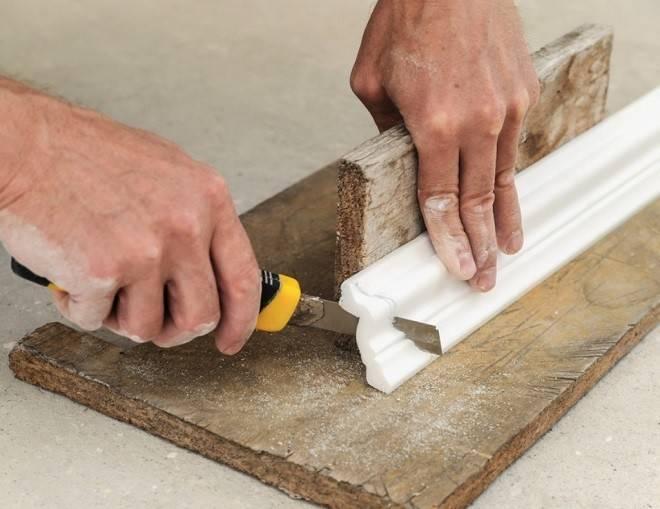 Важно знать - как стыковать углы потолочного плинтуса