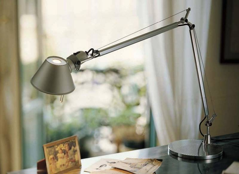 Какую настольную лампу выбрать для школьника? советы и особенности