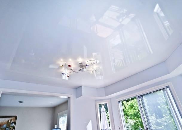 Глянцевые, матовые и сатиновые потолки – что лучше