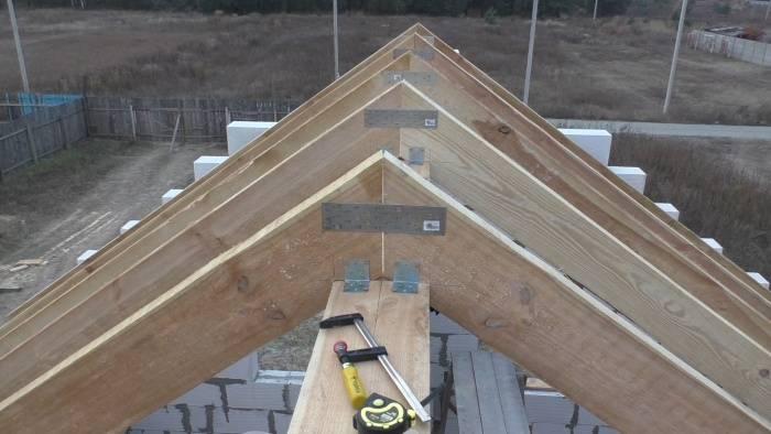 Мауэрлат для двухскатной крыши своими руками: создание крепления по инструкции