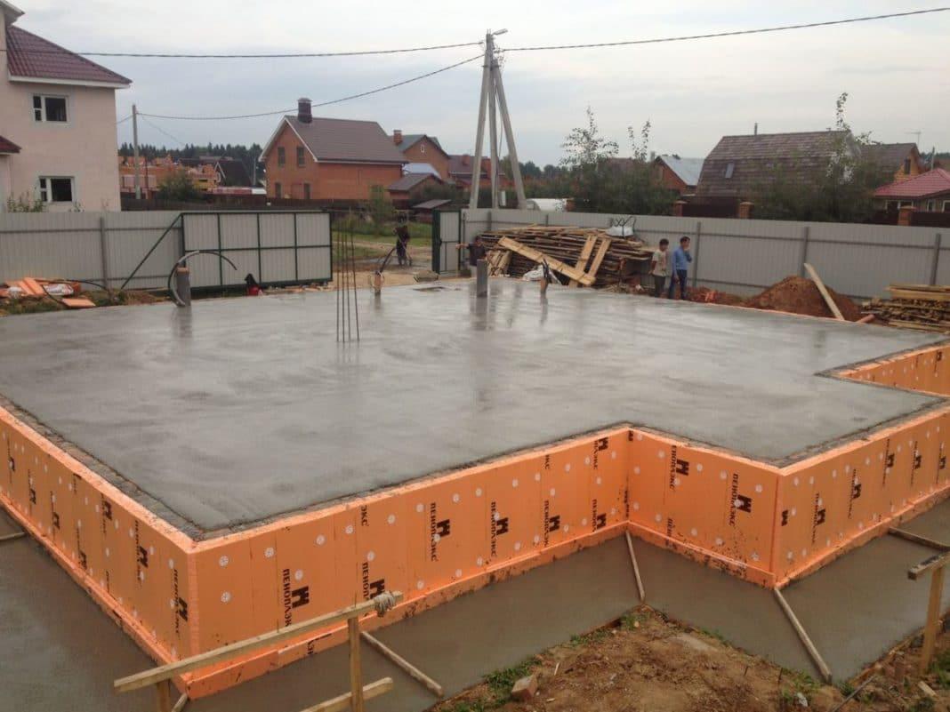 Строим фундамент на плывуне: особенности почвы, виды конструкций, правила монтажа | строй легко