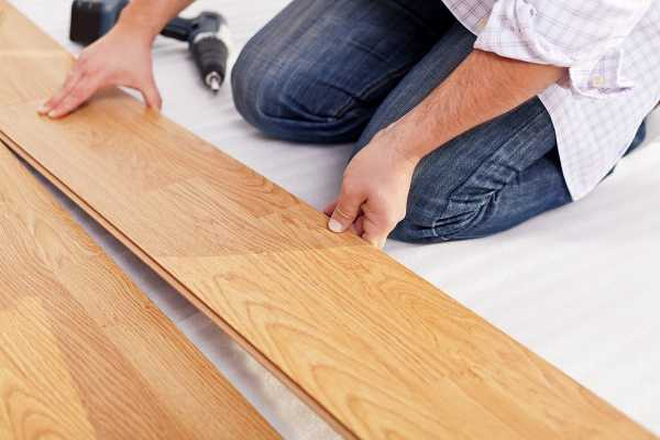 Как заделать в ламинате дырку  методы и материалы для ремонта -варианты пола