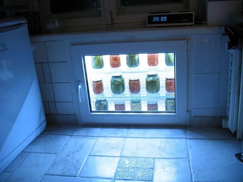 Ниша на кухне под окном (38 фото): зимний шкаф-холодильник и ящик под окном в кухне, полки и другие варианты дизайна отделки