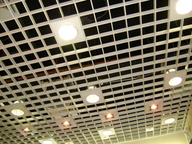 Потолок грильято или ячеистый подвесной потолок - фото, плюсы и минусы