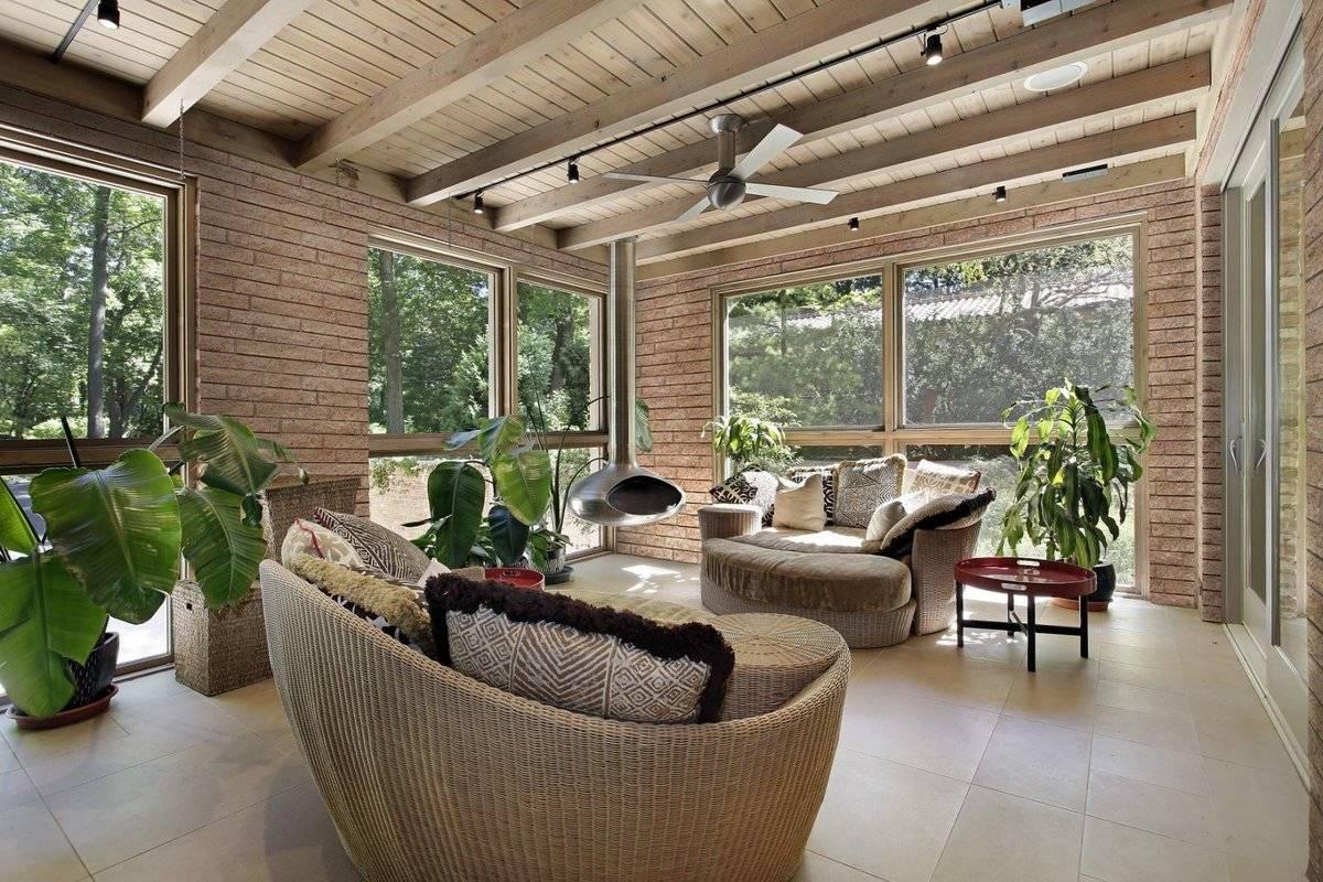 Остекление веранды: застекленная терраса, безрамное остекление и окна для беседок, стеклянная веранда в деревянном доме