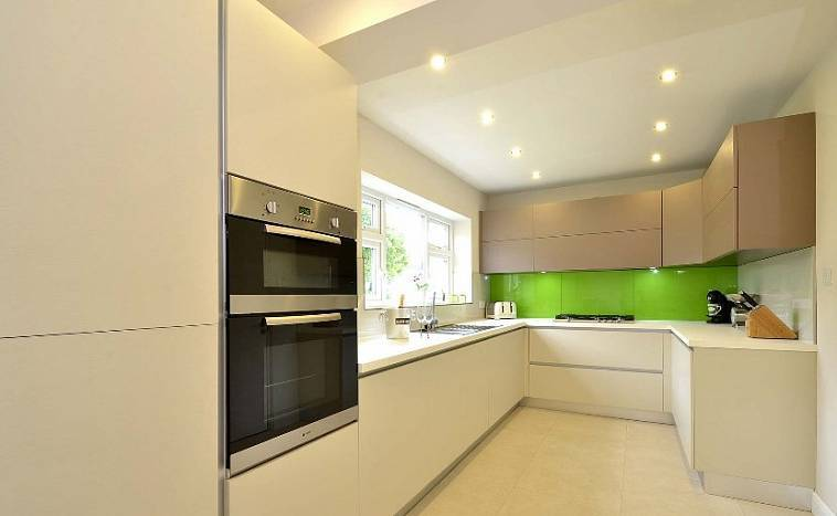 Сочетания цветов кухонной мебели: слоновая кость, как доминант в дизайне