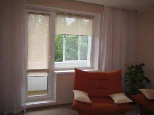 Рулонные шторы на балкон (17 фото): модели на балконную дверь и окна, жалюзи