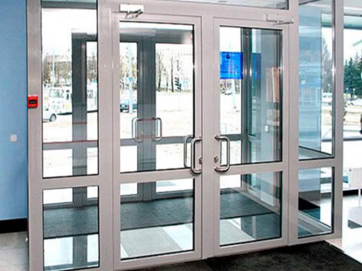 Алюминиевая дверь: входные и межкомнатные конструкции
