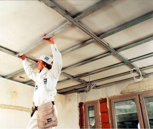 Особенности применения на кухне потолка из сайдинга