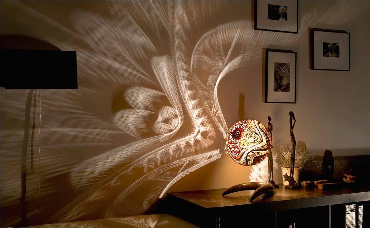 Тумбочки в спальню - 70 фото идей и новинок в интерьере