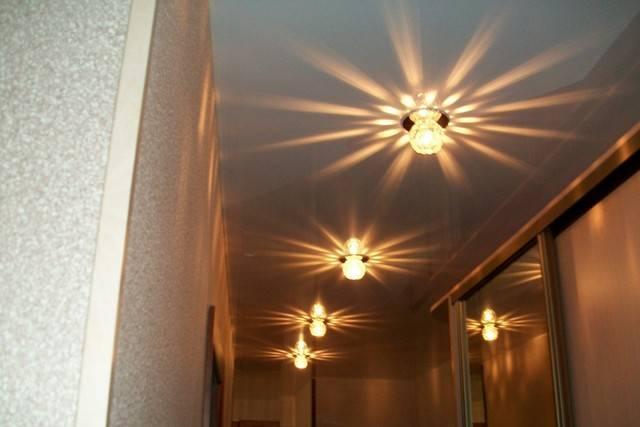 Расположение светильников на натяжном потолке: как разместить точечные лампочки в зале или спальне, схема расположения и расстояние между спотами