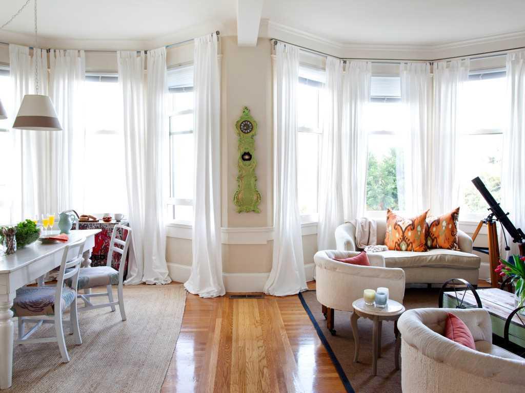 Комната с эркером (76 фото): дизайн эркерных комнат в квартире и доме, их оформление с натяжными и обычными потолками. примеры в интерьере