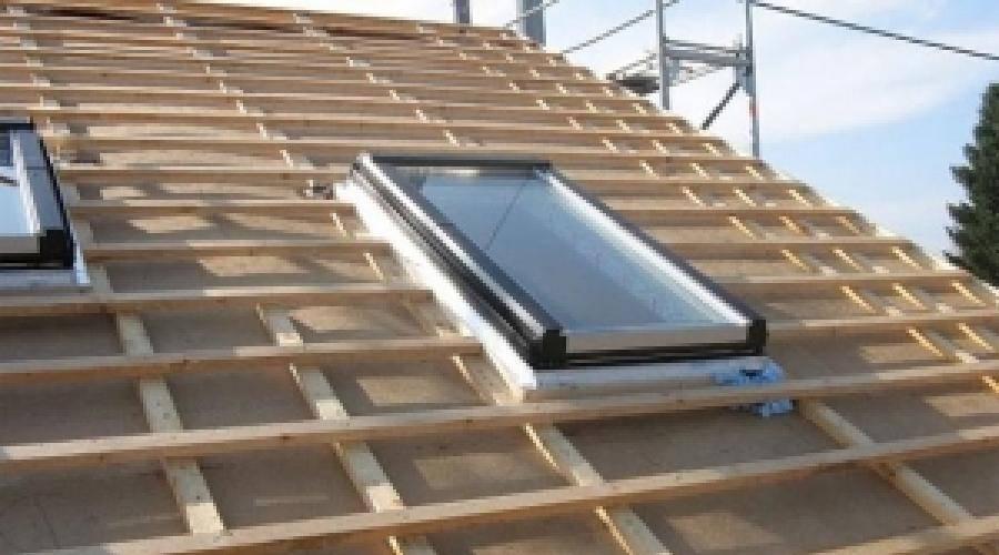 Монтаж профнастила на крыше саморезами дома правильно: Обзор