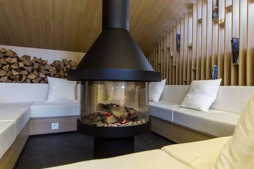Искусственный камин (52 фото): фальш-камины в интерьере гостиной, декоративные модели в квартире, имитация очага своими руками