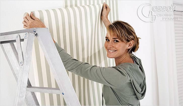 Обои флизелиновые для стен: каким клеем клеить обои на основе флизилина, как правильно клеить своими руками и возможна ли оклейка на неровные стены метровых рулонов