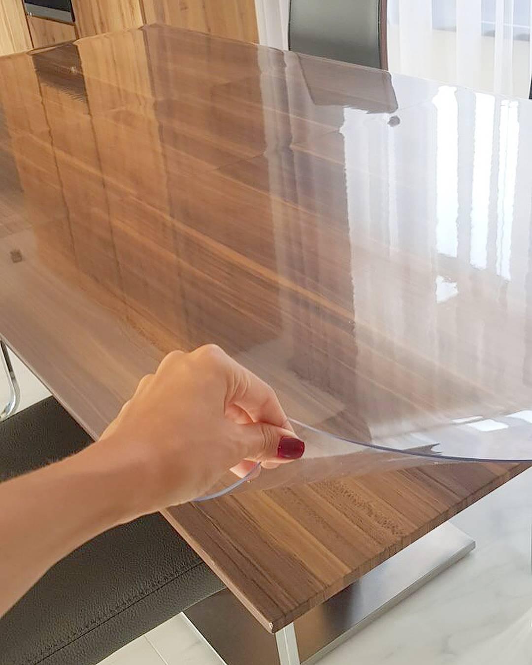 Пленка на стол: прозрачные защитные силиконовые и толстые пленки из пвх, жидкое стекло для кухонной столешницы и другие виды