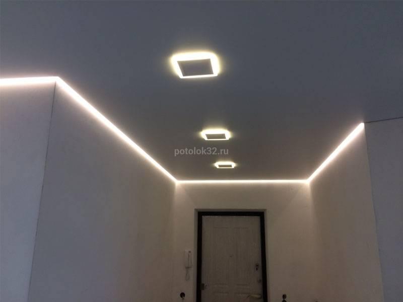 Выбираем люстру и точечные светильники для натяжного потолка