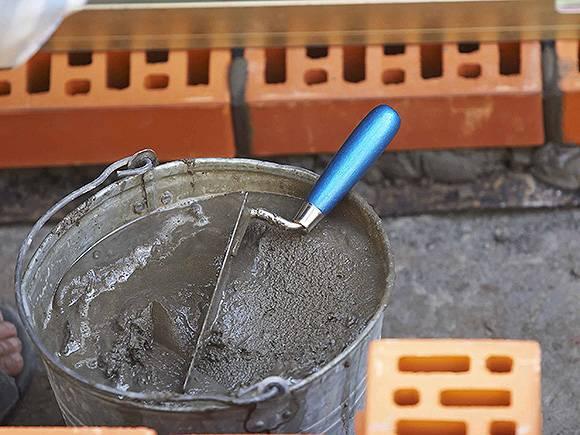 Как правильно смешать жидкое стекло с цементом: пропорции, советы и рекомендации
