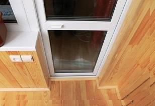 Как самостоятельно отрегулировать балконную пластиковую дверь, в том числе, если она плохо закрывается или просела