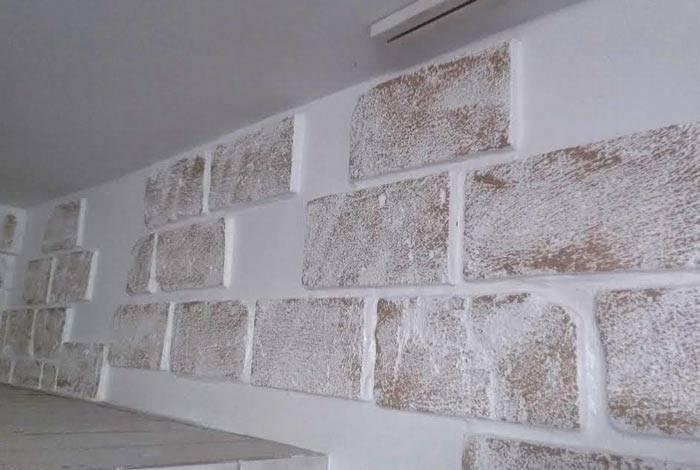 Как отделать внутреннюю стену под кирпич в квартире своими руками