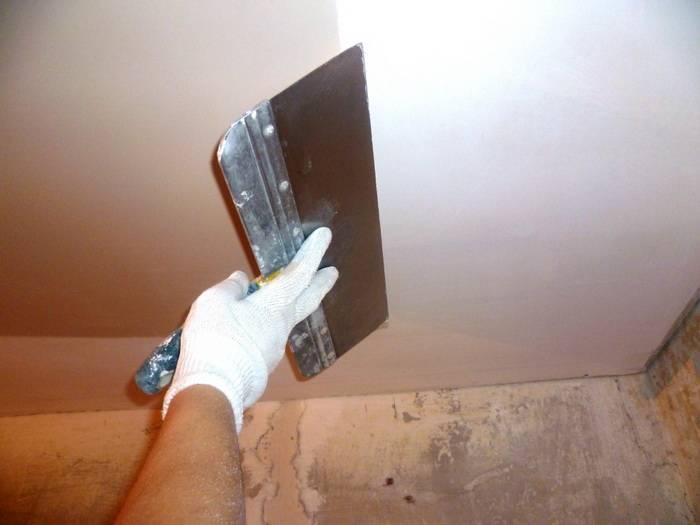 Как подготовить потолок к покраске: этапы проведения работ