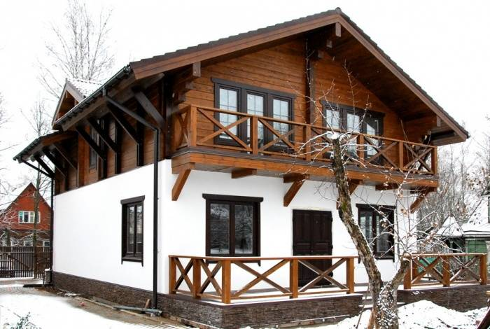 Проекты комбинированных домов из кирпича и бруса: комфорт древесины, прочность и надежность камня