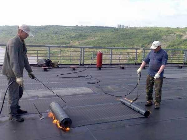 Как покрыть крышу гаража рубероидом своими руками: как лучше перекрыть, укладка покрытия, как правильно положить кровельный материал, варианты мягкой кровли