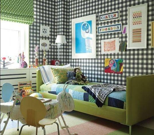 Обои в клетку для стен комнаты: варианты оформления, предпочтительные оттенки в шотландском стиле и варианты комбинирования на светлой стене