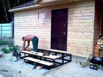 Как сделать крыльцо в частном доме своими руками
