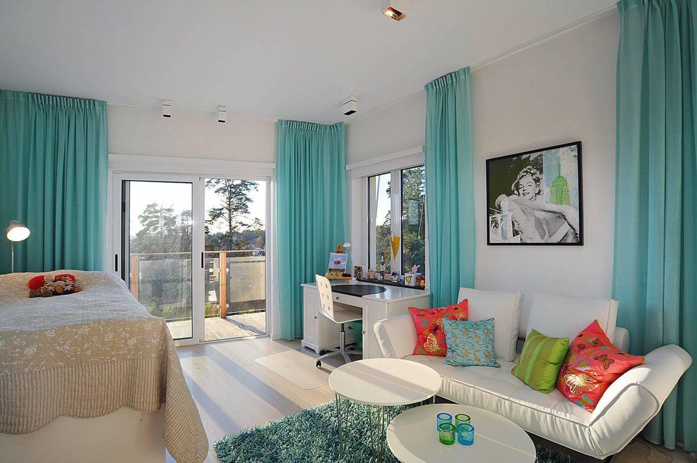 Гостиная в бирюзовых тонах (49 фото): дизайн интерьера в цвете «бирюза», расстановка акцентов и сочетания с бежевыми и коричневыми оттенками