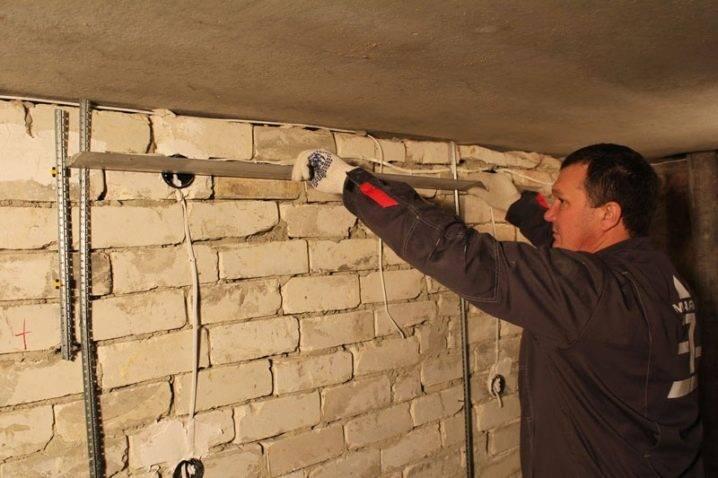 Штукатурка и выравнивание стен и технология нанесения штукатурки на стену