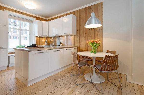 Кухня в деревянном доме: дизайн в бревенчатом стиле и отделка своими руками, как выбрать панели и деревянные рейки, материалы для интерьера