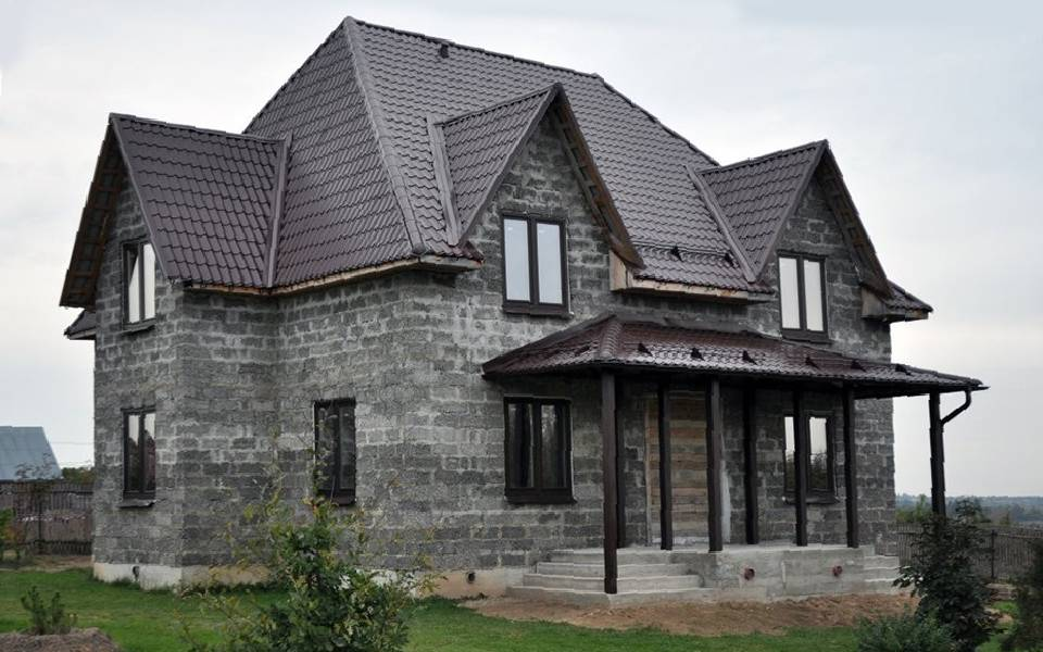 Дом из арболита своими руками - кратко об этапах строительства