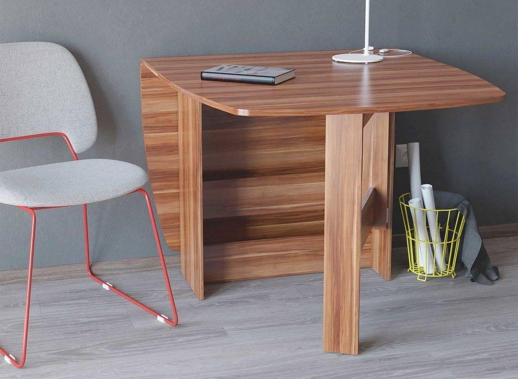 Дизайнерские столы (41 фото): особенности выбора оригинальной мебели из фанеры и других материалов, модели белых столиков со стульями на металлическом каркасе в интерьере гостиной.