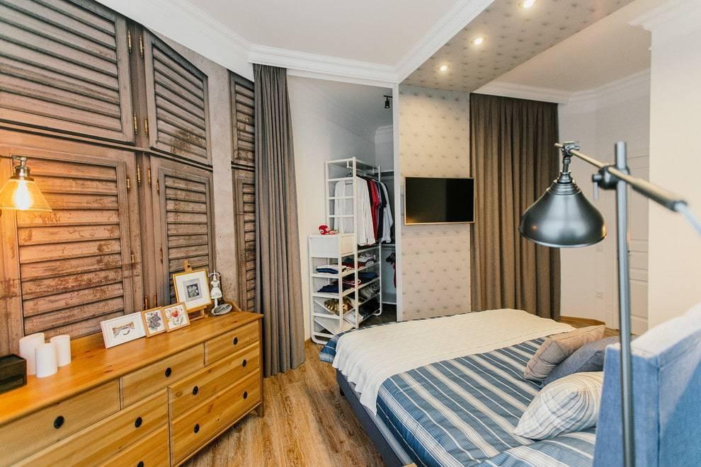 Угловая гардеробная (49 фото): гардероб в прихожей, угловые системы-штанги для маленькой комнаты