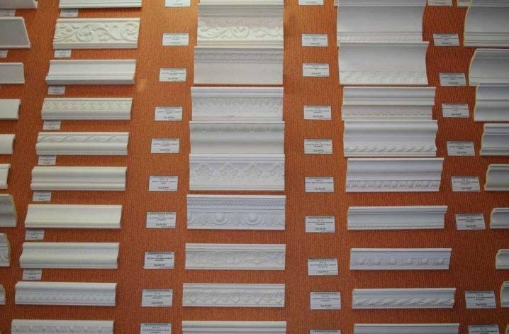 Какой потолочный плинтус лучше выбрать: из пенопласта, пенополистирола или дерева, подробное фото и видео