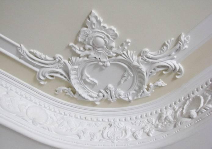 Лепнина из полиуретана – стильный элемент классических и современных интерьеров; какая бывает и как сделать правильный выбор - 8 фото