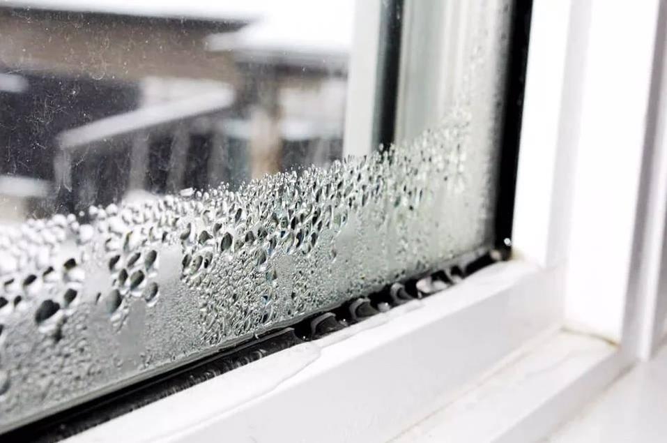 Запотевшие окна в квартире – как избавиться от конденсата