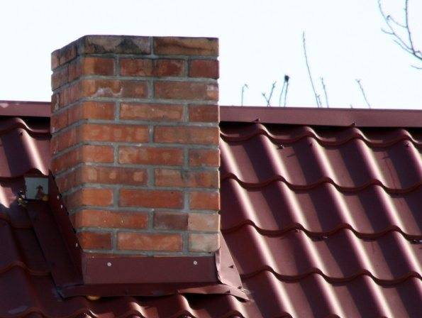 Как вывести трубу через крышу из профнастила и металлочерепицы— фото, видео