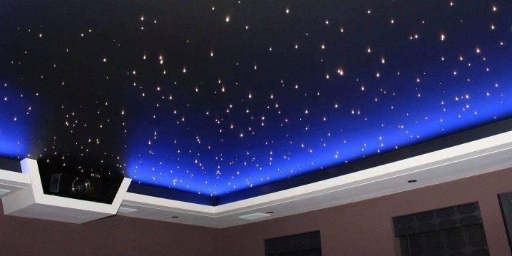 Натяжной потолок со звездами в детскую (24 фото): потолок «звездное небо» в интерьере комнаты