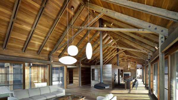 Отделка потолка в деревянном доме - возможные варианты