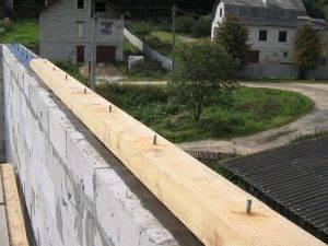 Монтаж мауэрлата к стене - как правильно? Крепление стропил и установка к пеноблоку, кирпичной стене, газобетону, керамзитным блокам и другим: Пошагово