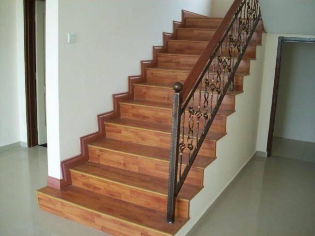 Покрытие лестницы ковролином: какой ковролин подойдёт для отделки лестницы, как рассчитать нужное количество покрытия.