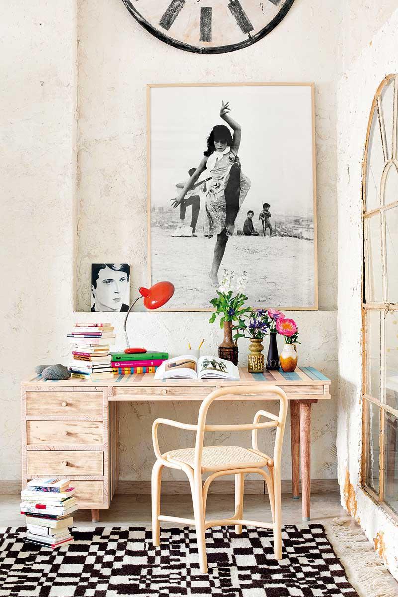 Угловой стол для школьника (84 фото): письменный стол в детскую с полками  возле окна