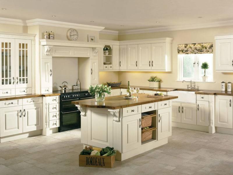 Уютная кухня цвета слоновой кости: примеры оформления