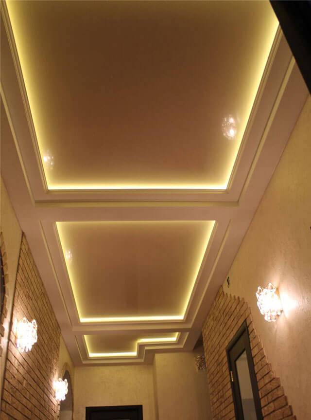 Как сделать натяжные потолки с подсветкой по периметру – варианты устройства освещения